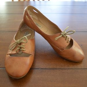 Brown tan Steve Madden Lace up oxford flats